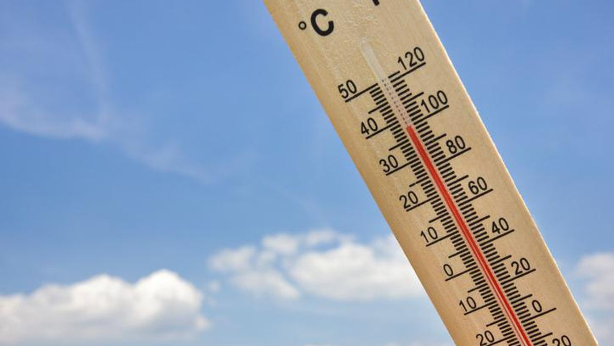thermometer displaying 100 degrees